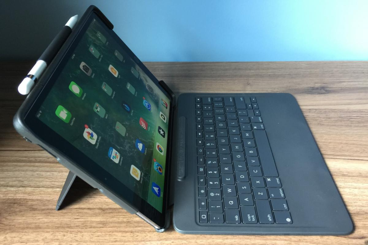 b657f9575ab 10.5-inch iPad Pro keyboards: Smart Keyboard vs. Logitech Slim Combo ...