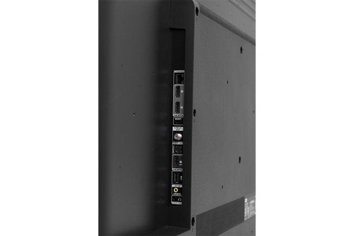 TCL 55P607 Roku TV ports