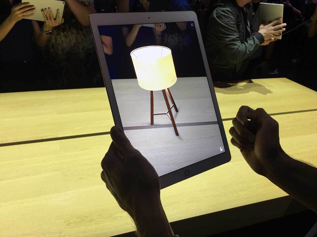 Roman Loyola Apple uses shadow effects in AR effectively to help give the impression that items are resting on a table