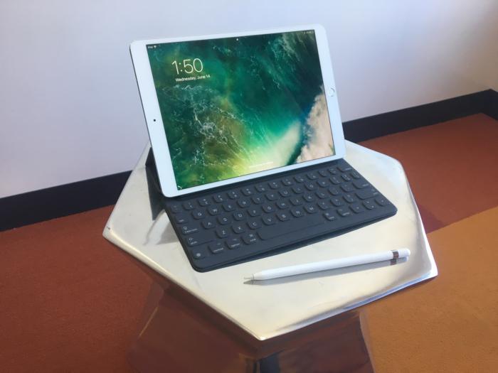 how to move keyboard on ipad pro