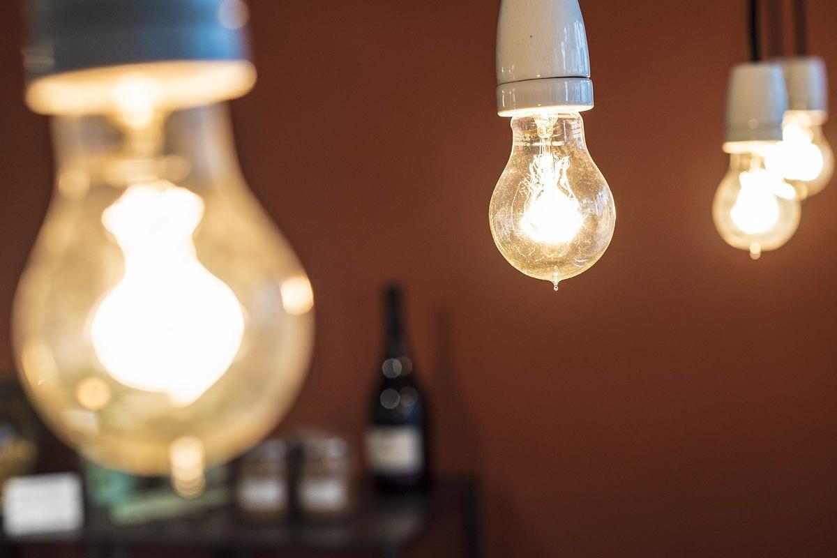 lightbulbs in a row