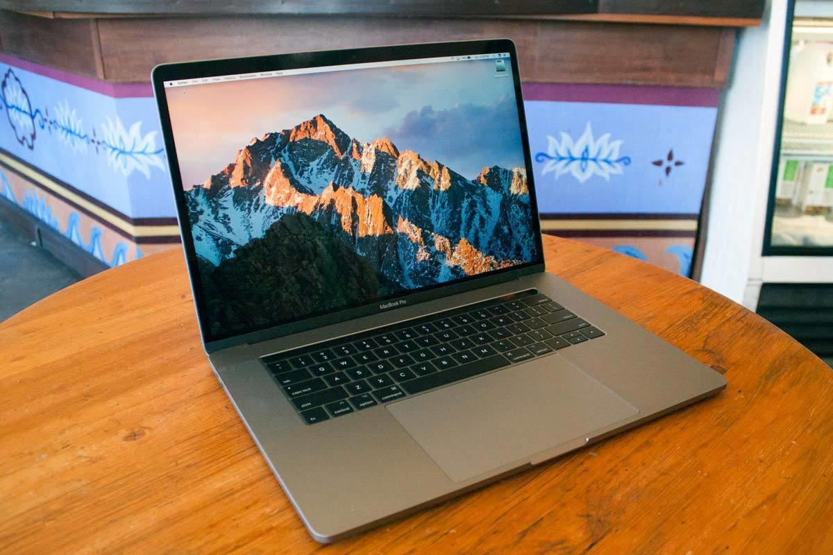 macbook pro 2017 15in hero01