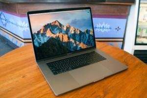 macbook pro 2017 15in hero01