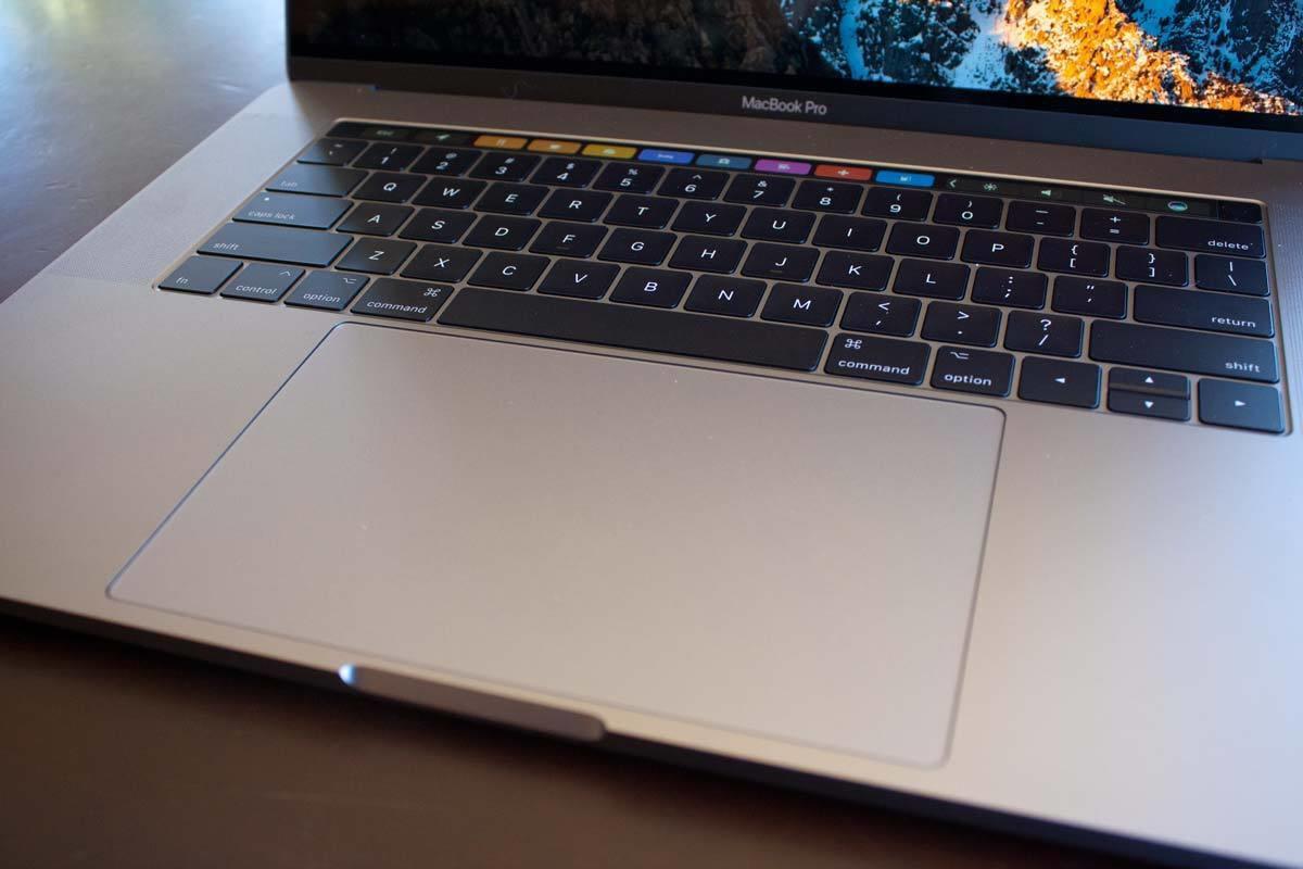 macbook pro 2017 15inkeyboard touchpad