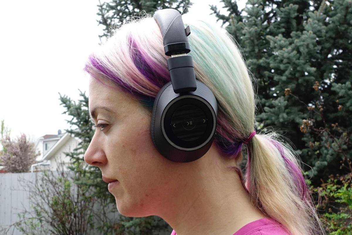 Plantronics Backbeat Pro buttons