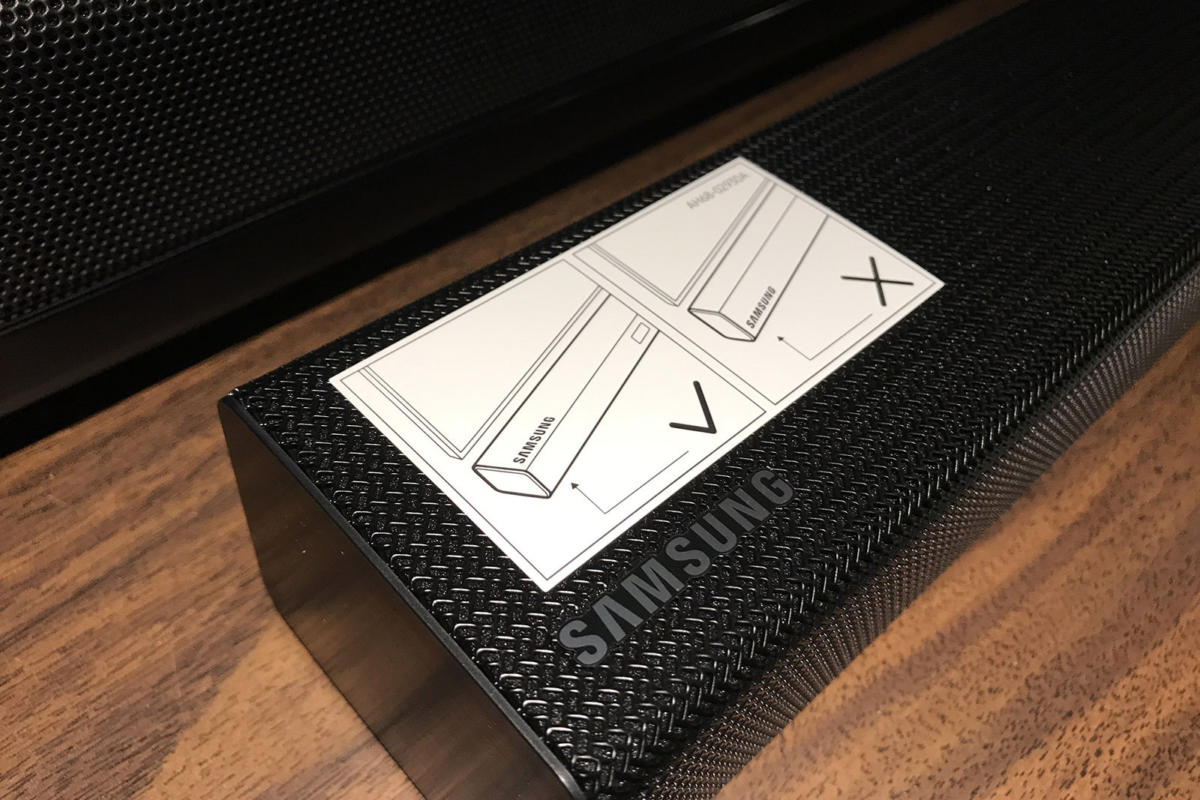 A sticker on the sound bar's face warns you so that you don't install the sound bar in the wrong ori