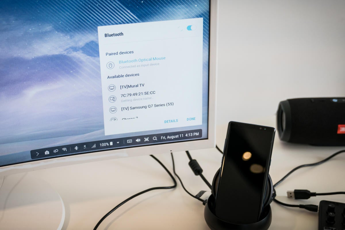 Samsung Note8 in DEX dock