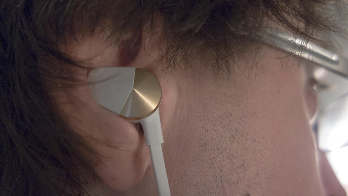 fitbit flyer in ear