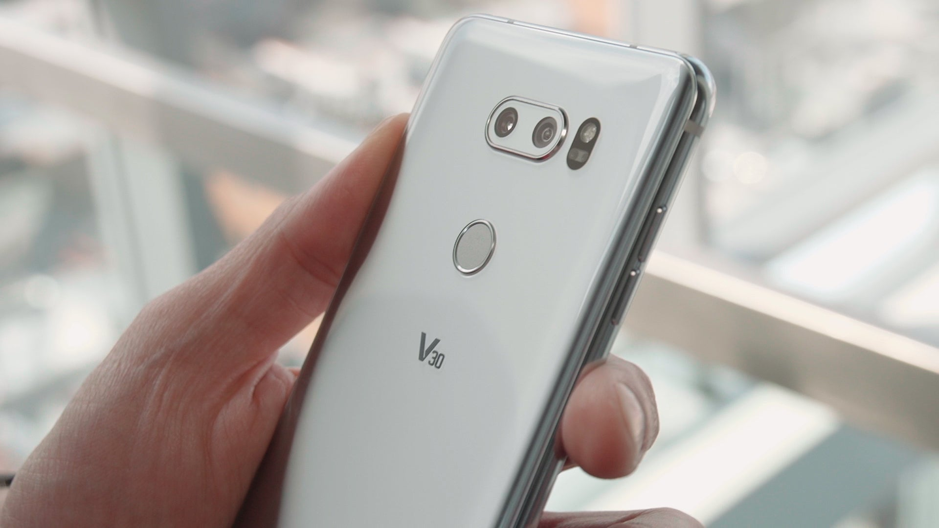 LG's V30 dumps the removable battery, but adds features galore | PCWorld