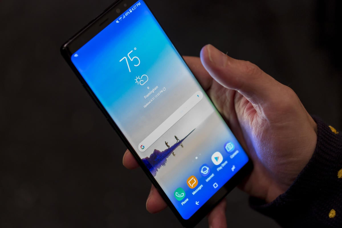 galaxy note8 in hand
