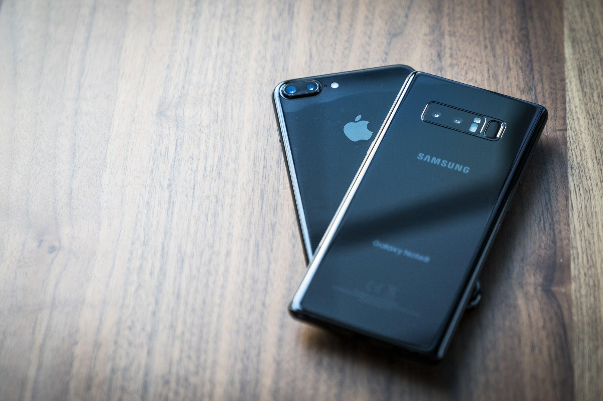 tested galaxy note 8 live focus vs iphone 7 plus portrait mode techconnect. Black Bedroom Furniture Sets. Home Design Ideas