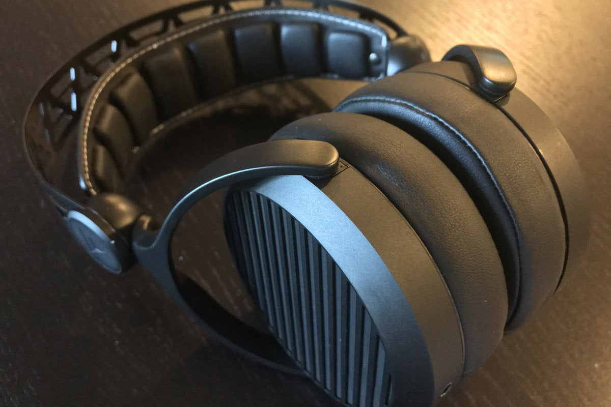 tidal force wave 5 headphones have a metal body