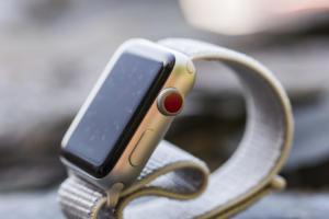 apple watch series 3 red dot