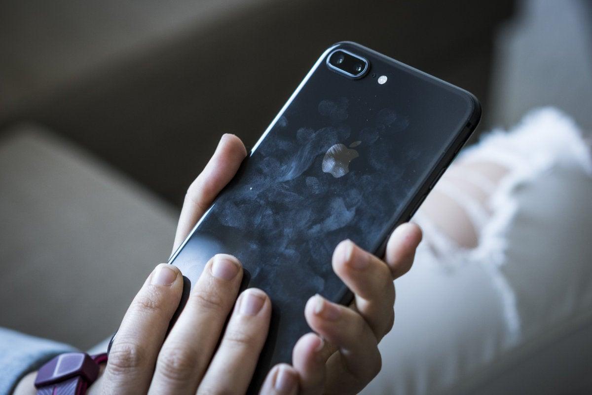 iphone 8 plus smudge