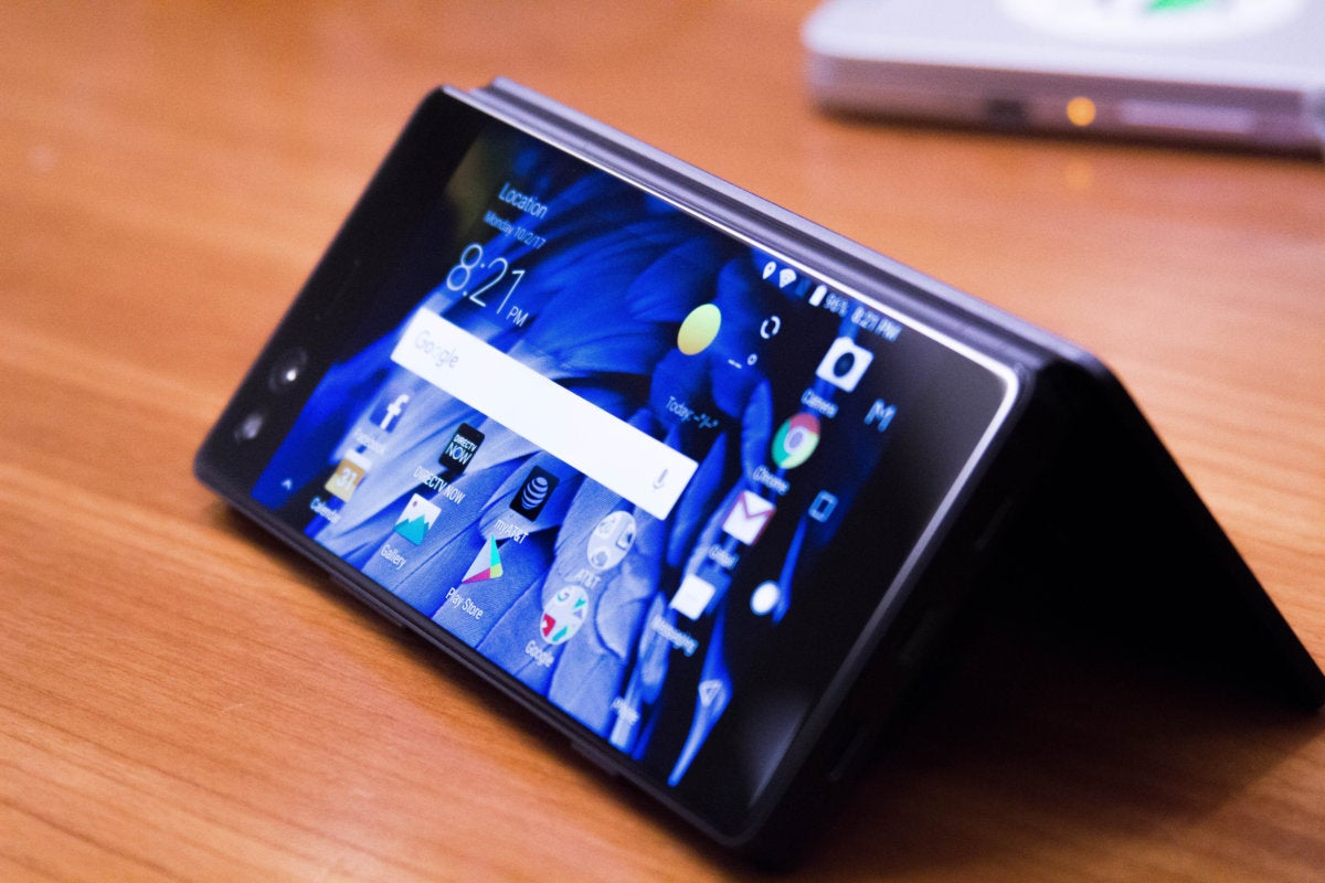 Hands On The Zte Axon M Is The First Smartphone With A