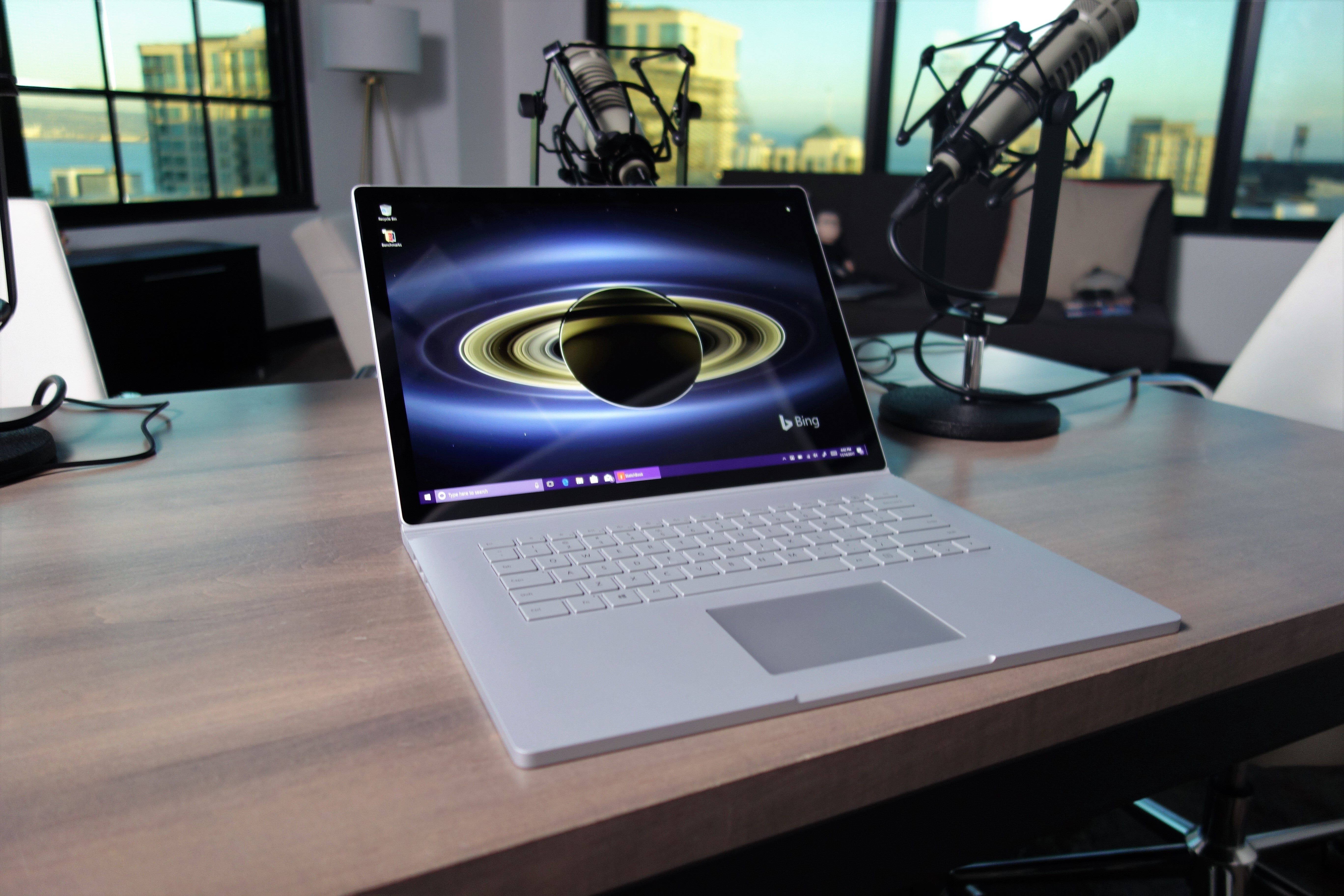 microsoft 39 s surface book 2 has a power problem pcworld. Black Bedroom Furniture Sets. Home Design Ideas