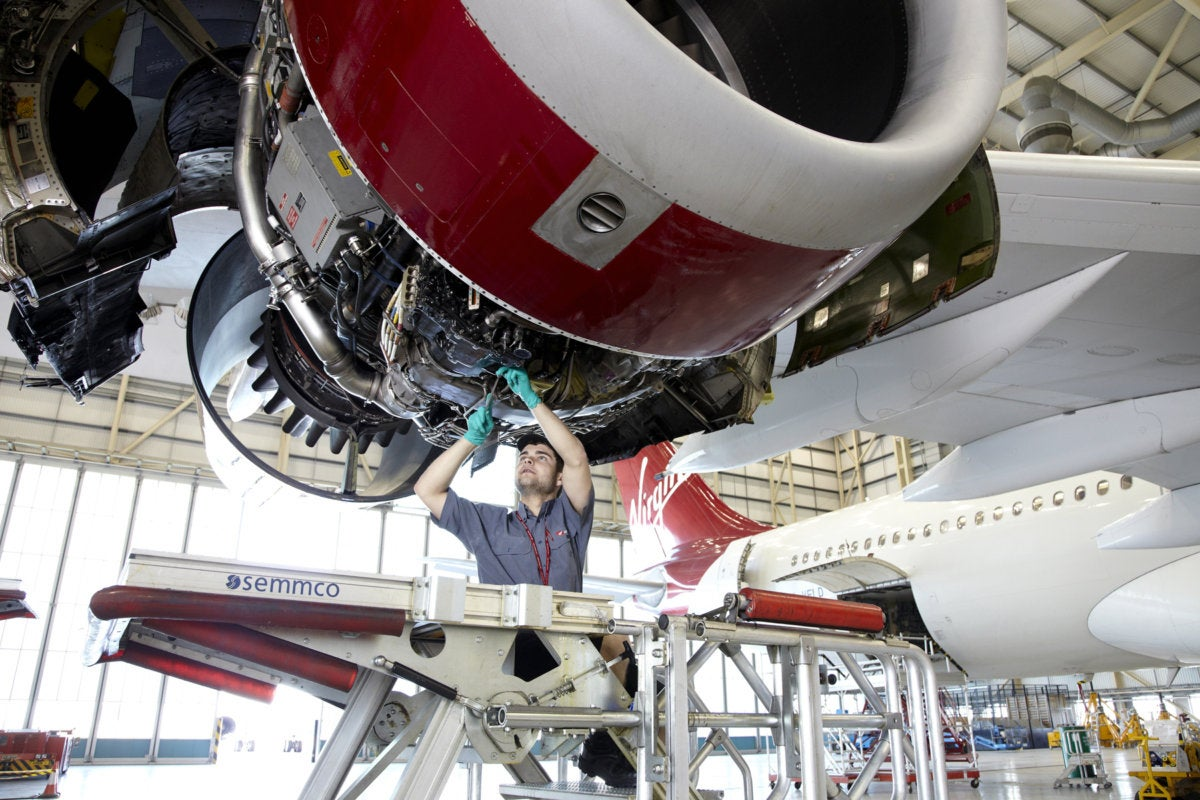 Worker and 787 Dreamliner