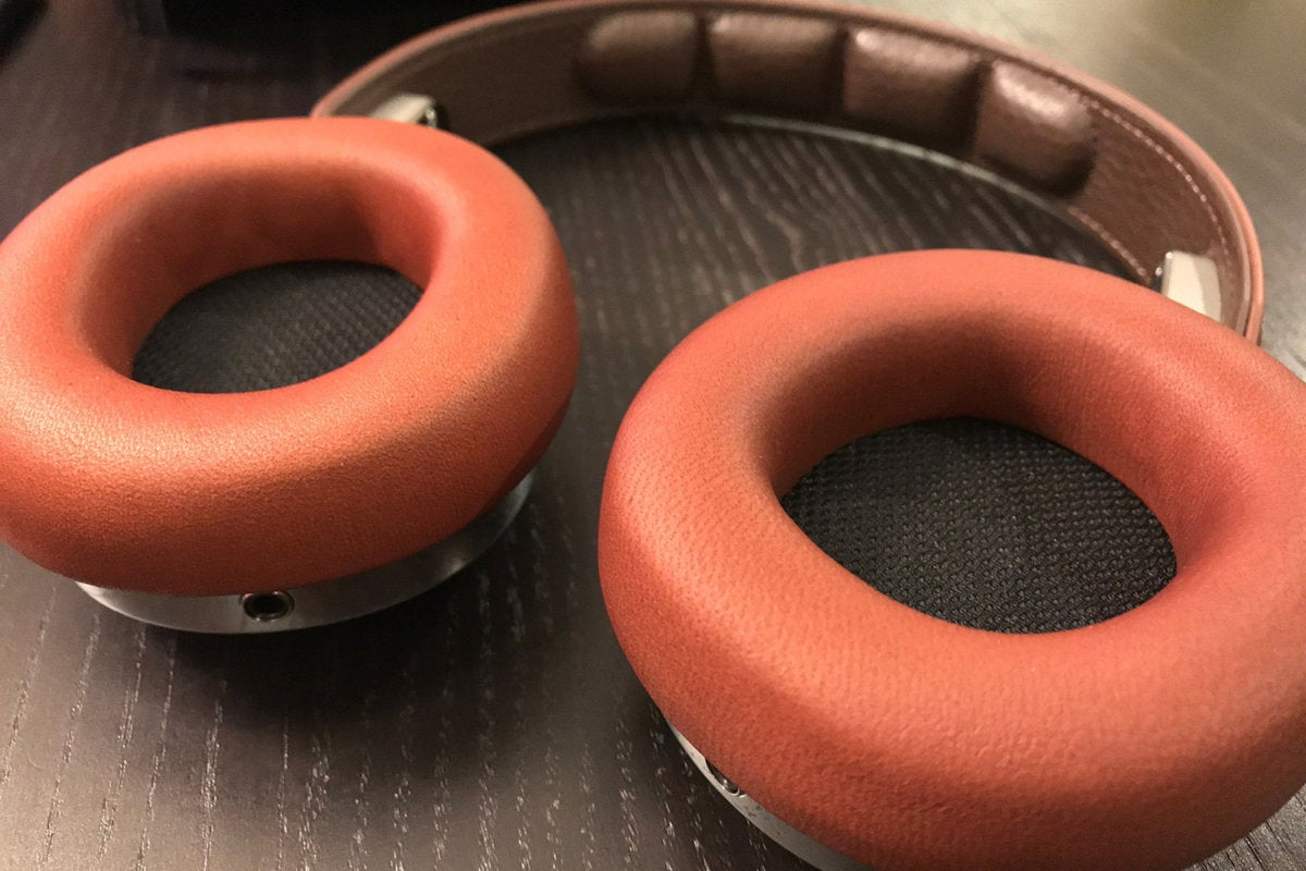 The magnetic ear cups are made of soft lambskin.