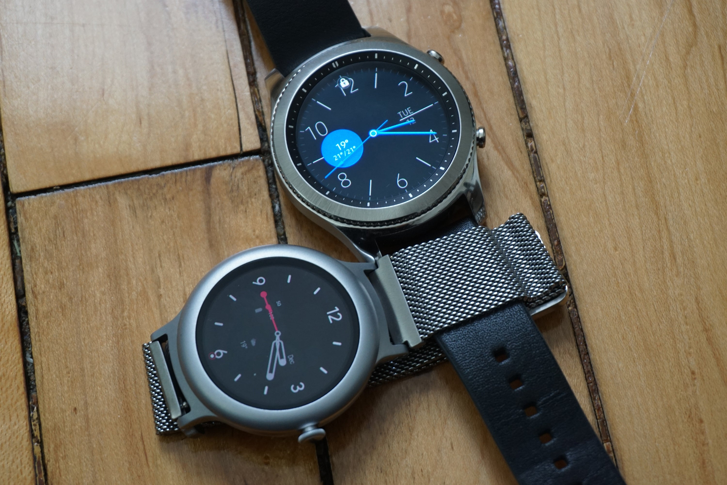 Android Wear Vs Samsung Gear Which Smartwatch Should You Buy S3 Frontier Double Side Strap Only Pcworld