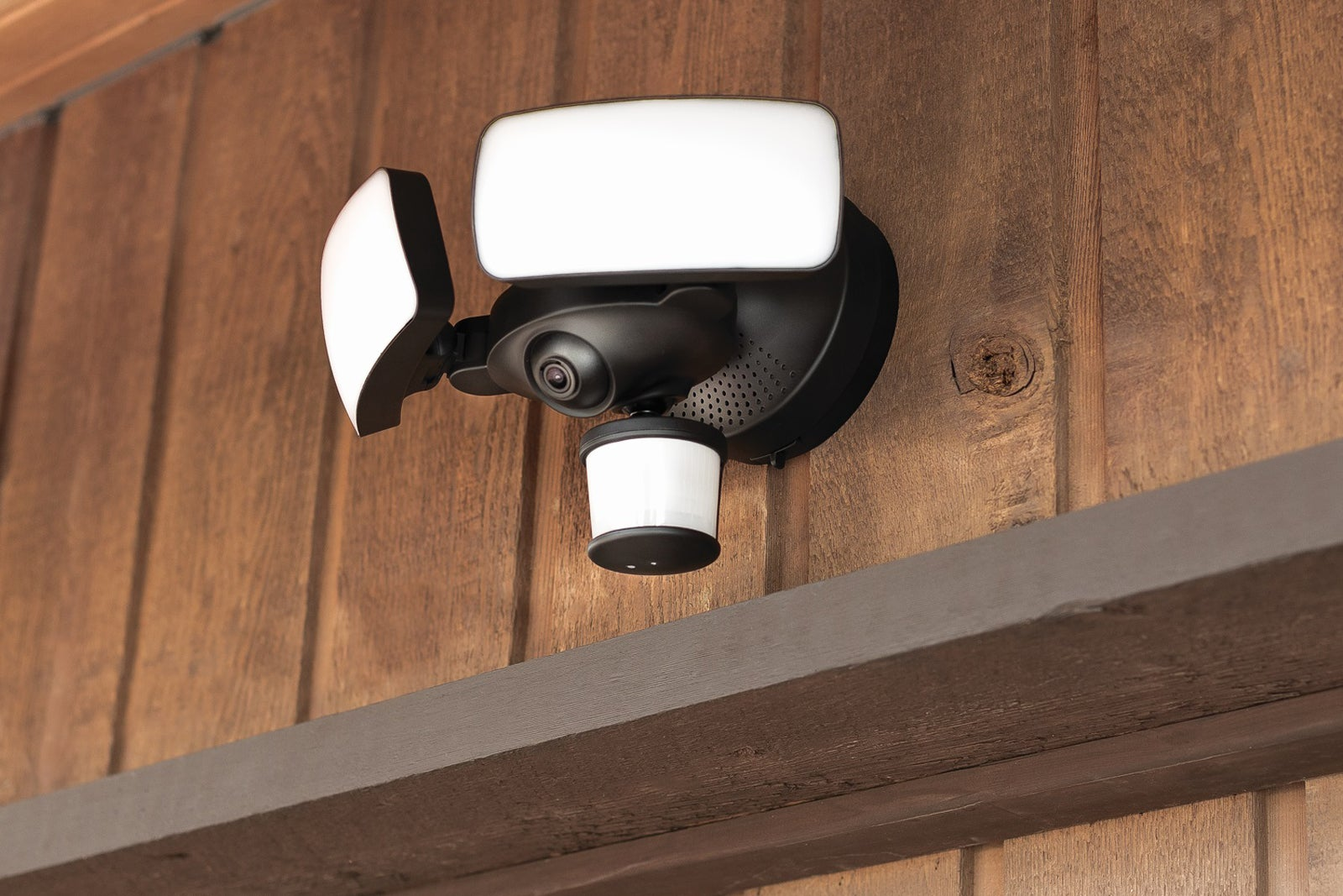 Maximus Camera Floodlight Review Techhive Have Replaced An Outside Security Pir Light Twin Lights