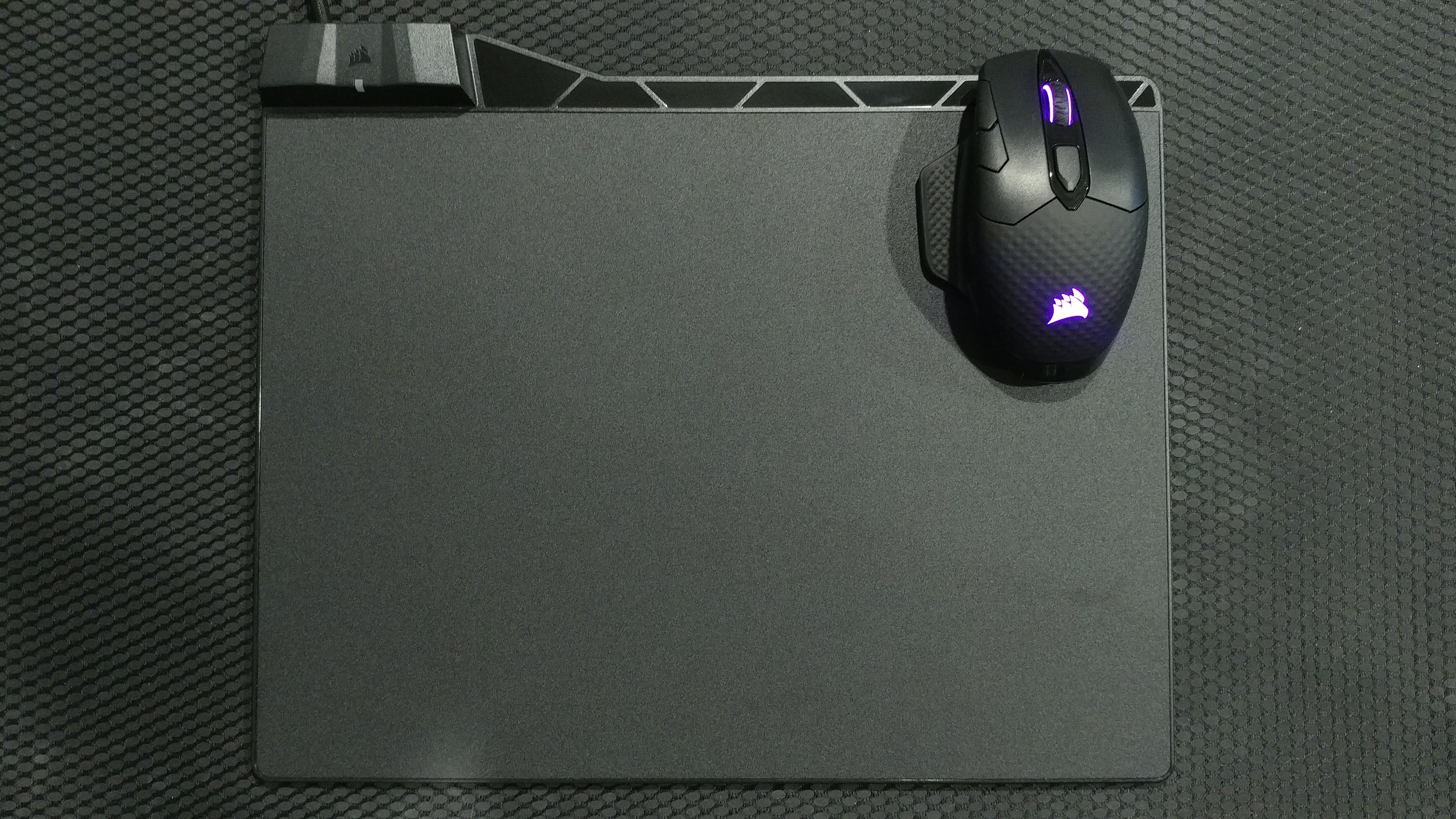 Corsair MM1000 review: A wireless charging mousepad with strings