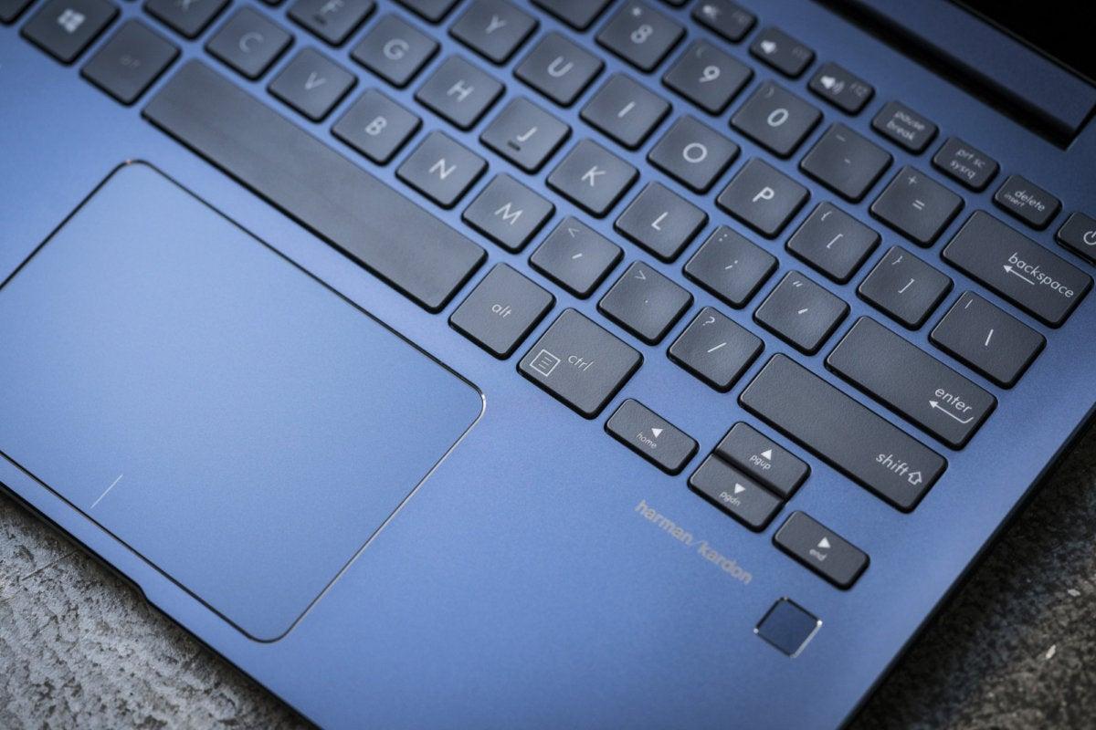 asus zenbook 13 ux331un keyboard detail