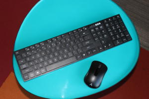 azio hue keyboard mouse 1