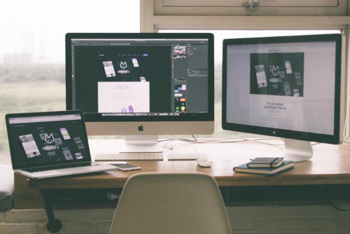 macs desk pexels