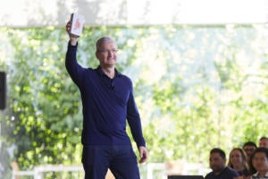 tim cook billionth iphone
