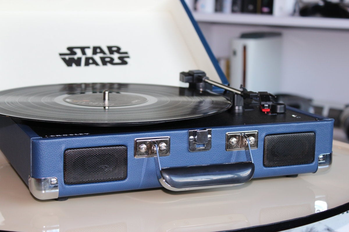 crosley star wars cruiser turntable cr8005d sc front open detail