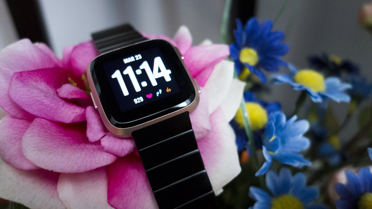 Fitbit Versa vs  Apple Watch Series 1: Which Budget Smartwatch suits