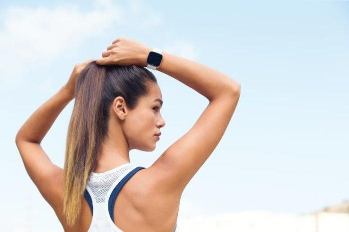 fitbit versa lifestyle female outdoorrun