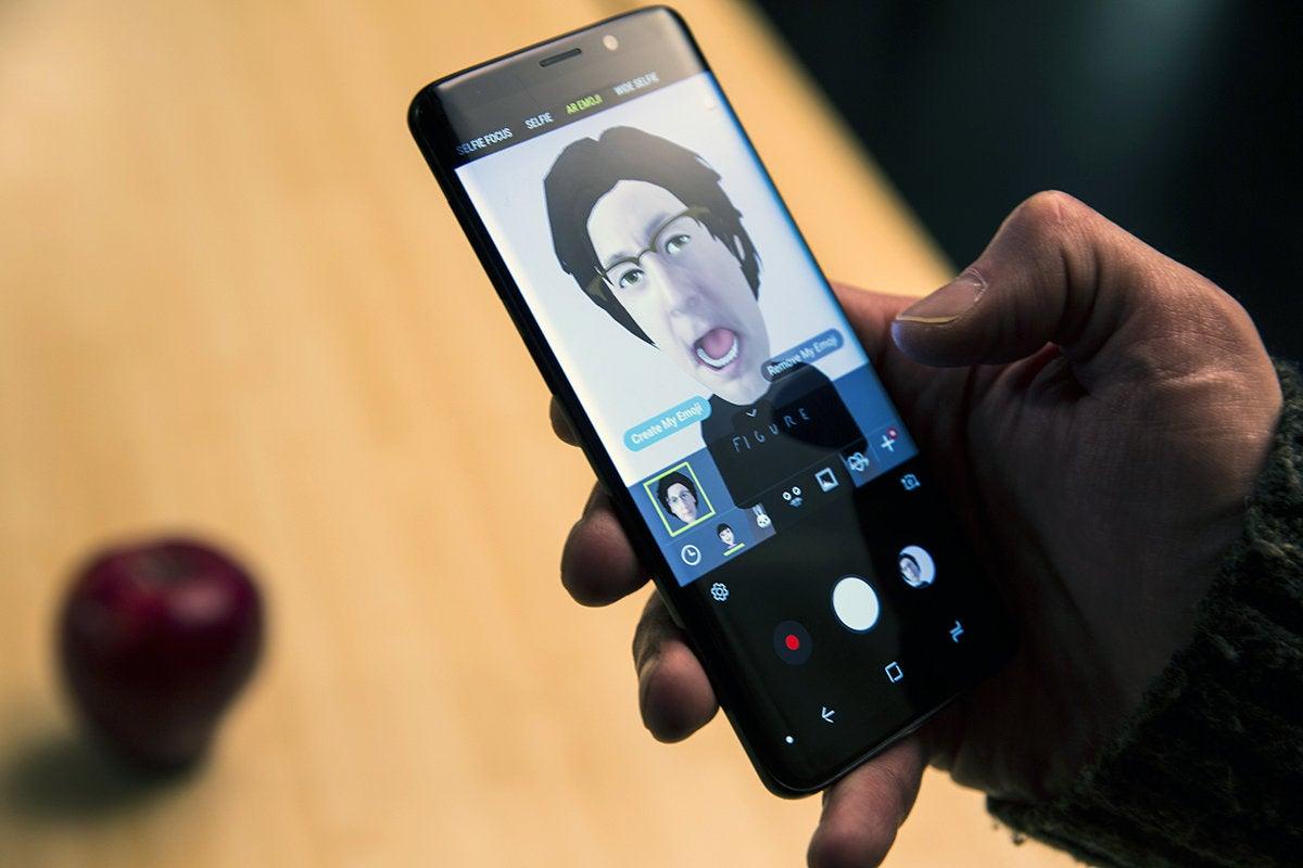 Galaxy S9 AR Emoji vs  iPhone X Animoji: Creation, sharing