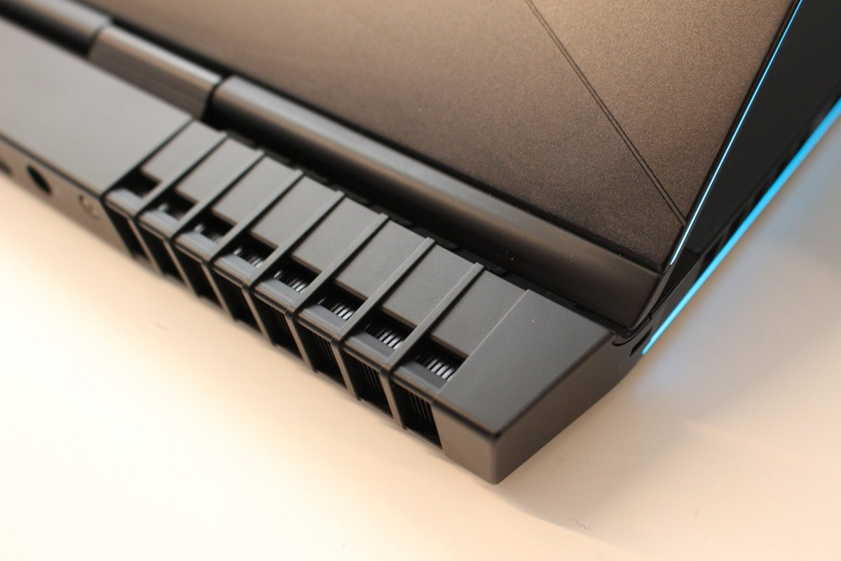alienware 17 r5 rear vents detail