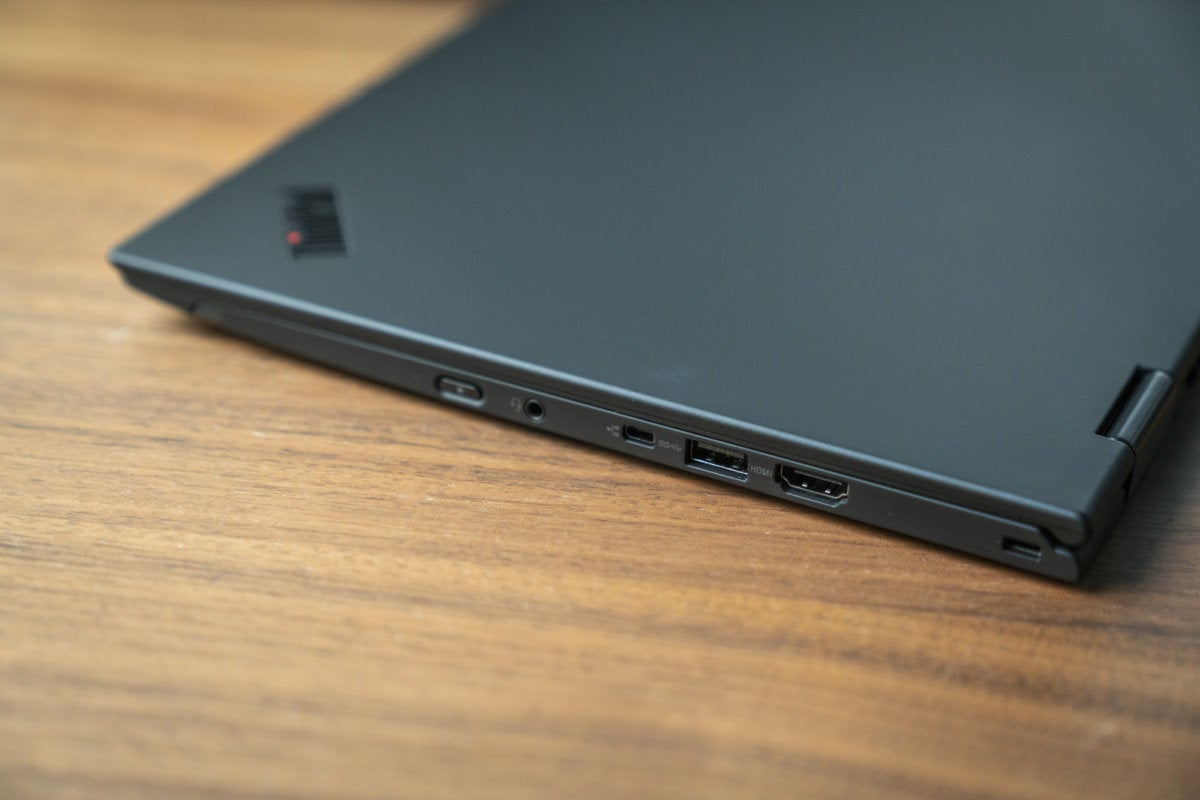lenovo thinkpad x1 yoga 3rd gen black right side