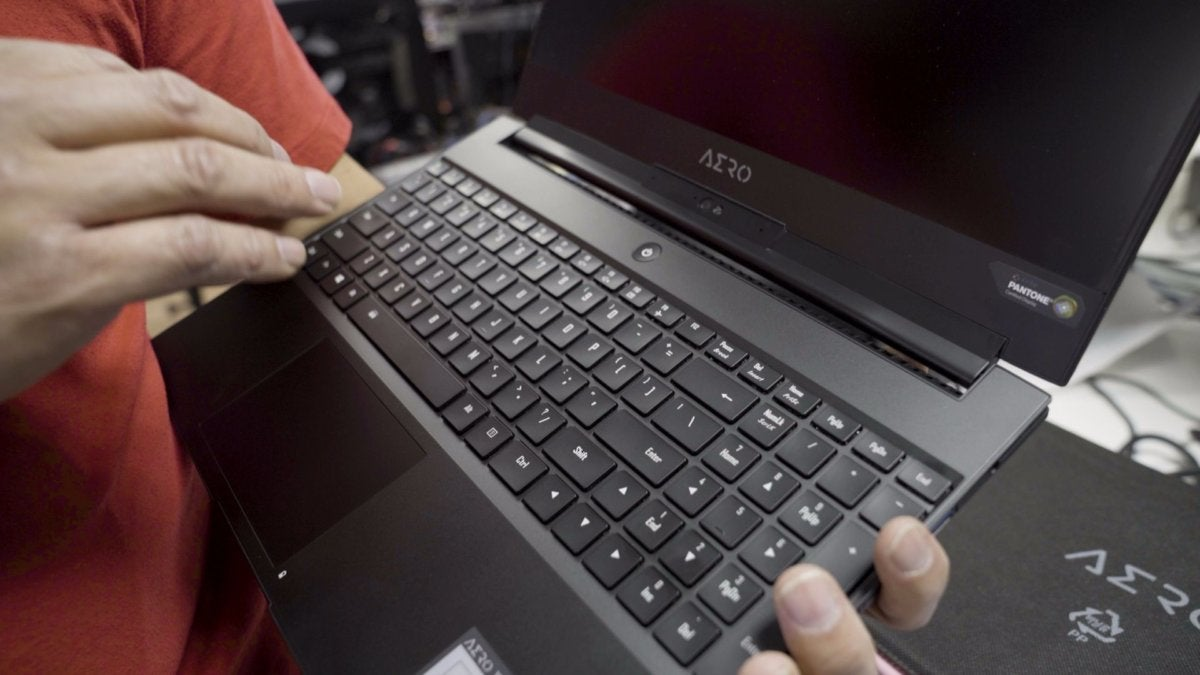 new gigabyte aero 15