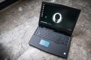 alienware 17 r5 open