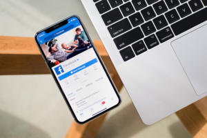 Apple iPhone X, Facebook mobile app
