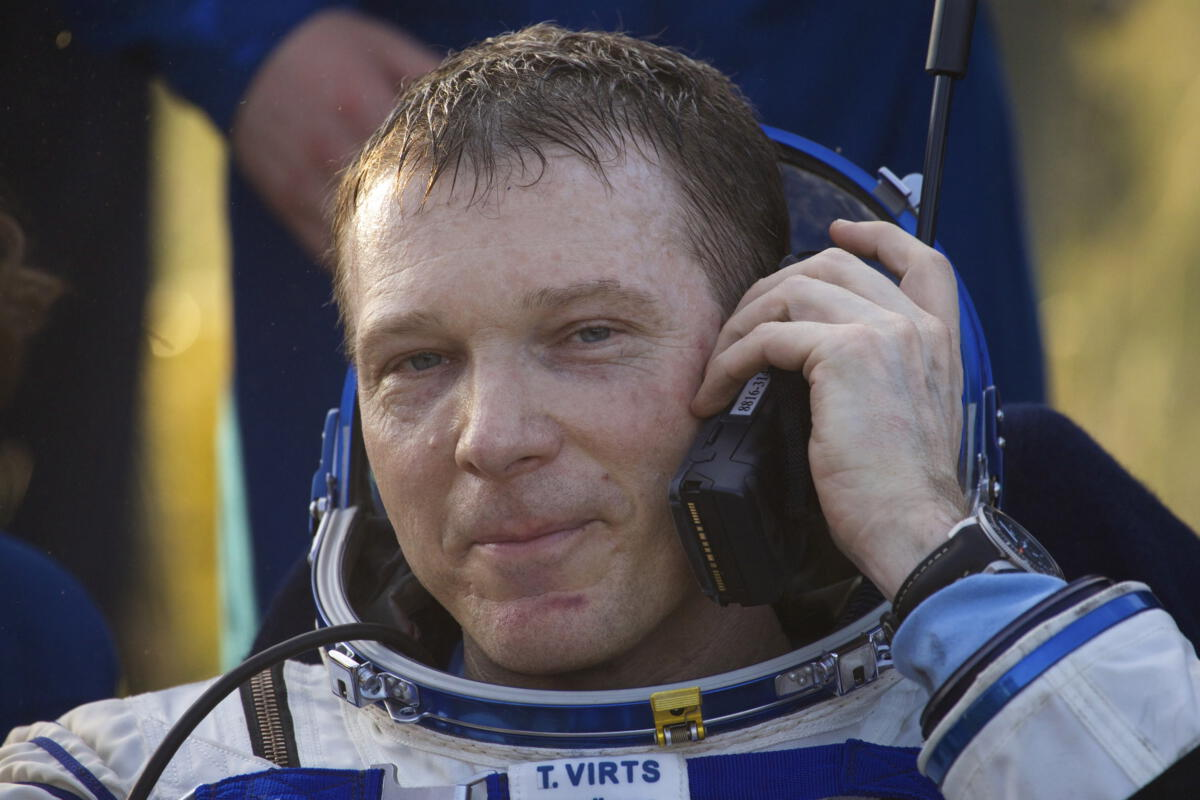 iss crew member terry virts satellite phone
