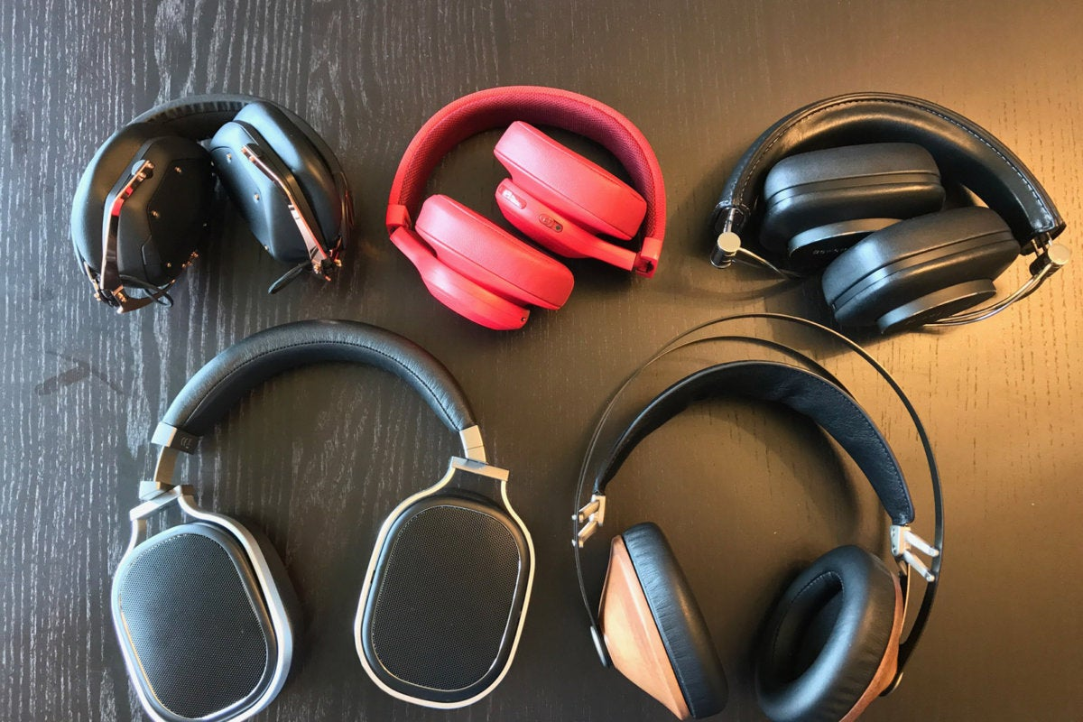 Ear-ear headphones tend to be large and large. Some manufacturers have folding models like