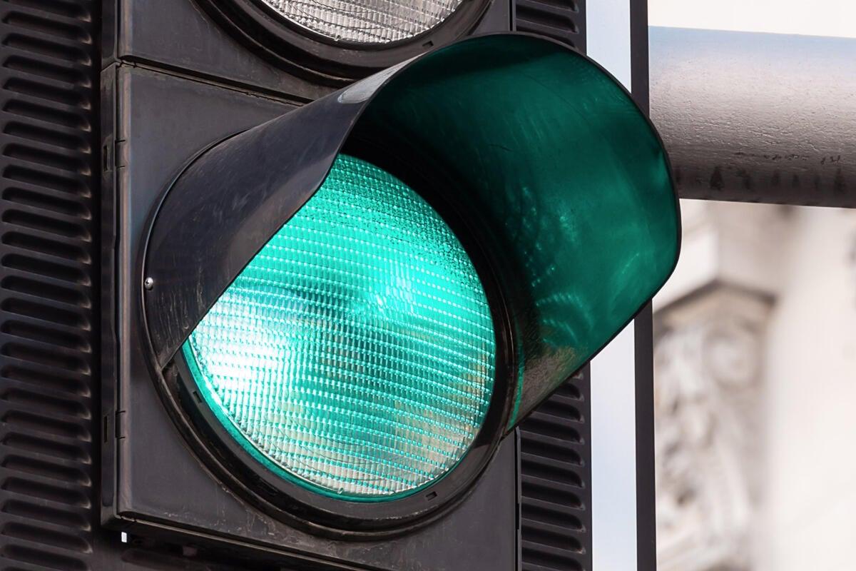 go green light traffic signal by pawel czerwinski unsplash