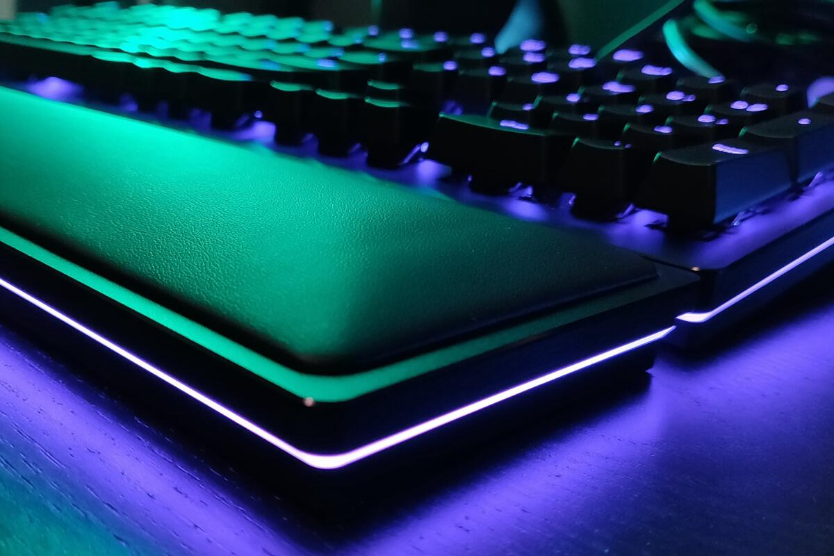 Razer Huntsman Elite review: Optical switches arrive, but