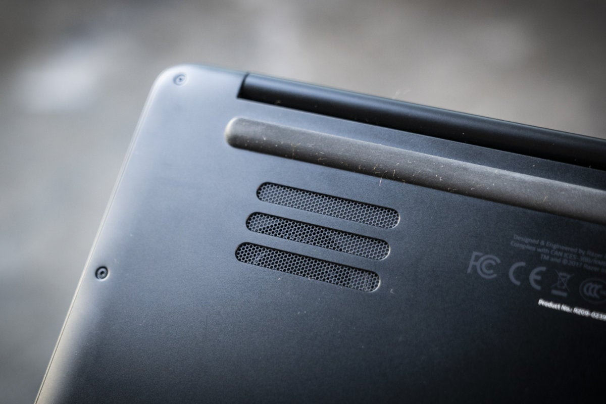 razer blade stealth bottom vents
