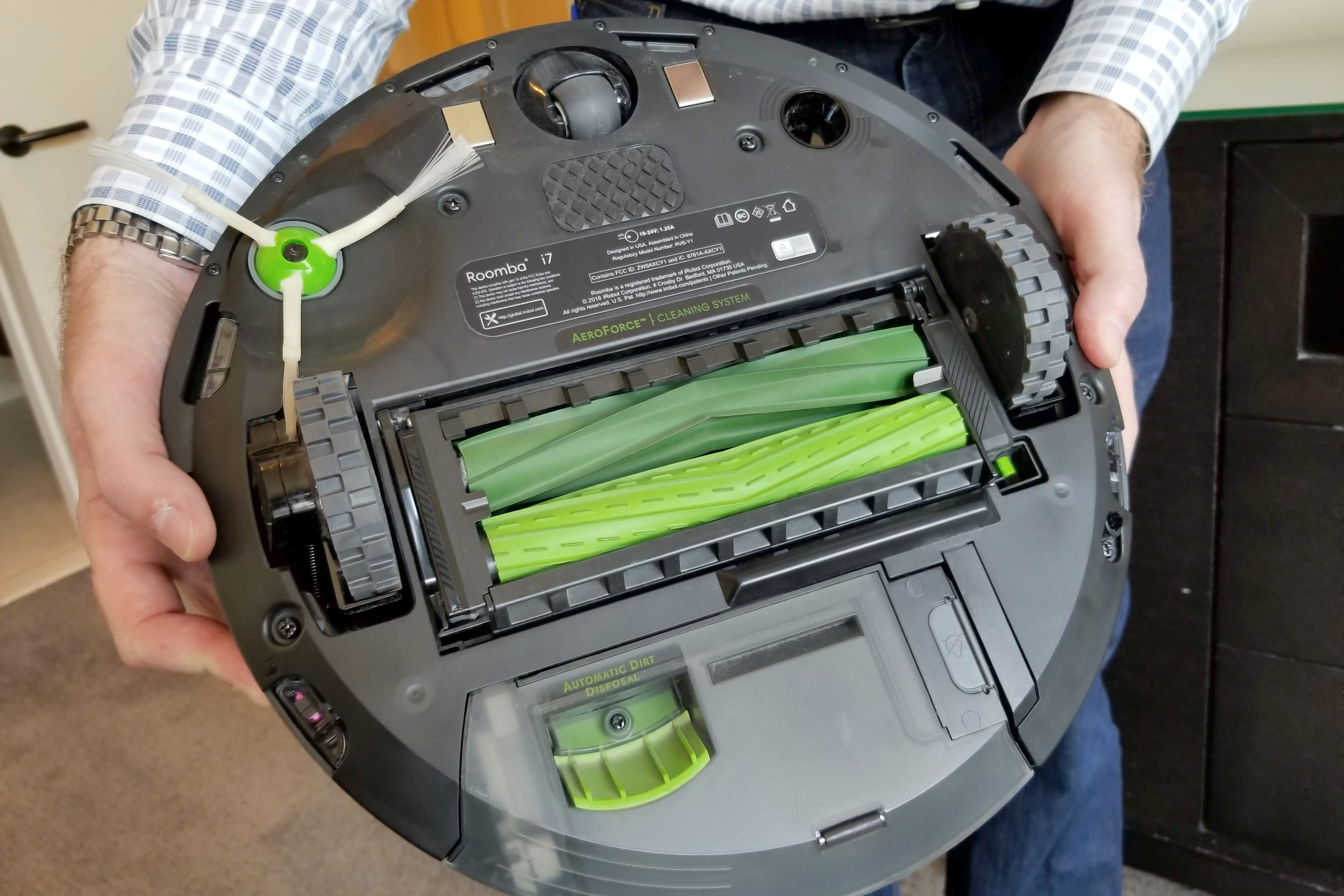 Irobot S Roomba I7 Is So Smart It Empties Its Own Dirt