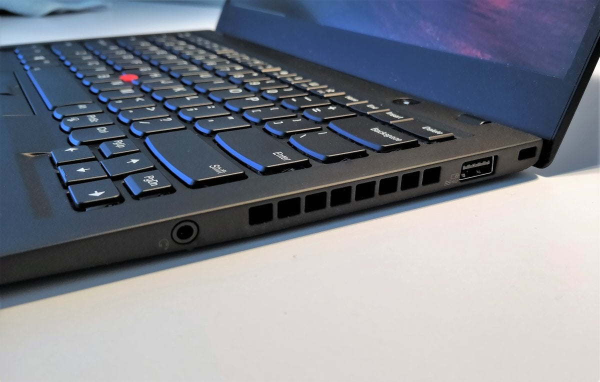 Lenovo ThinkPad X1 Carbon 6th Gen right ports 2 2