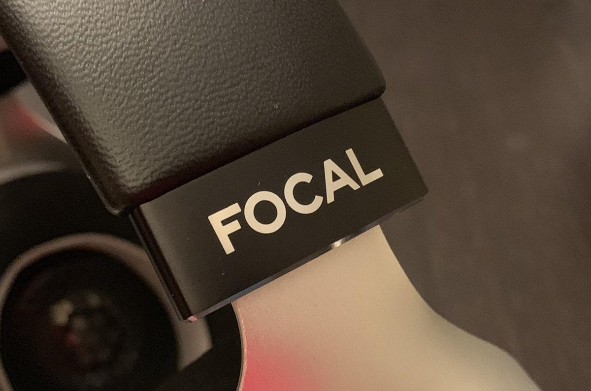 Detail of the Focal Elegia's headband.