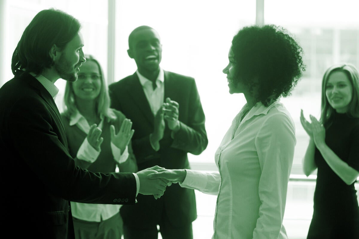 Mastering the art of employee recognition: 9 things you can do right now