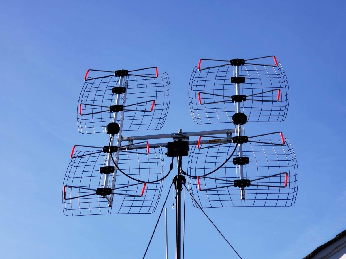 antennas direct db8e review this large roof mount tv antenna is