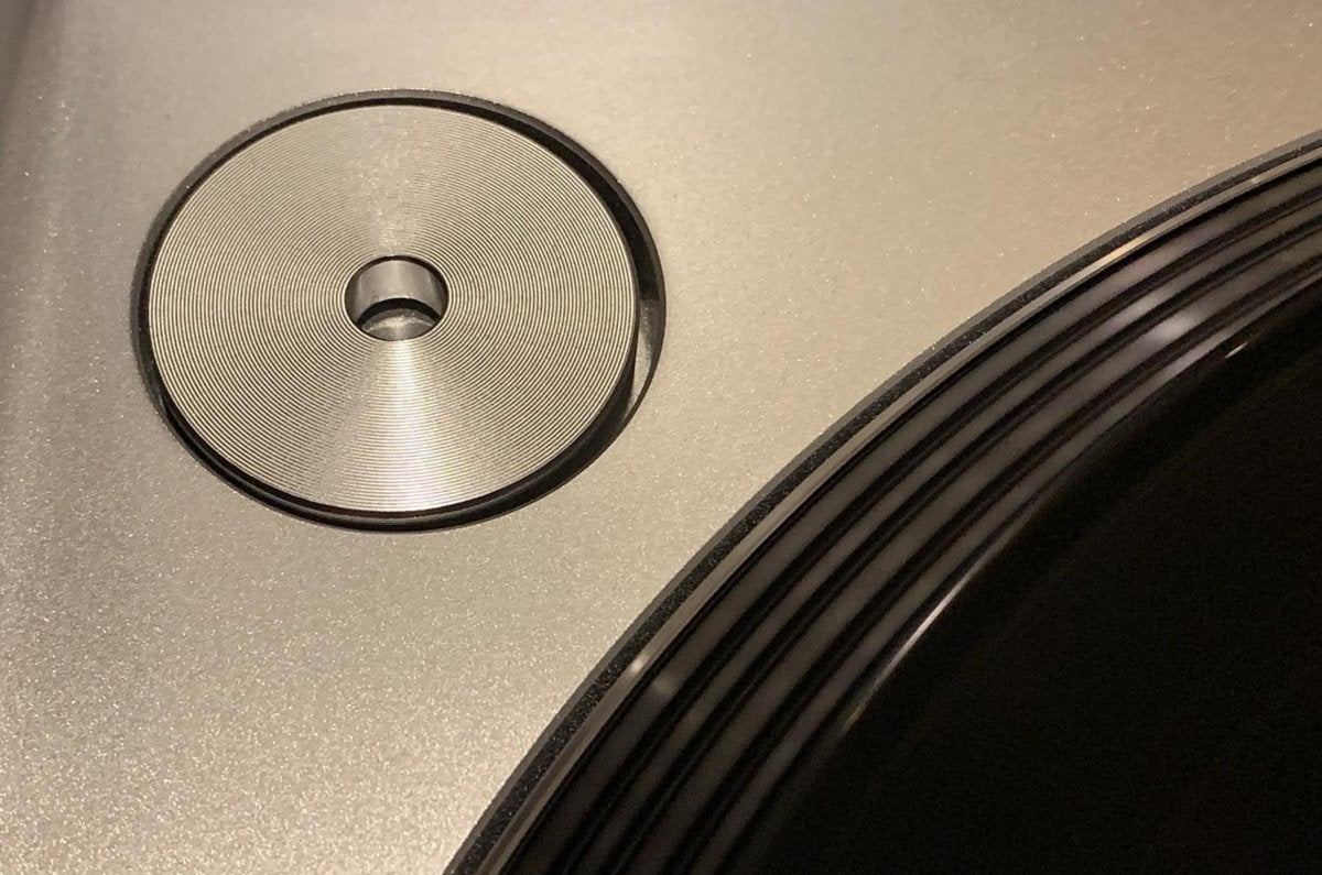 Integrated 45 adapter in the plinth