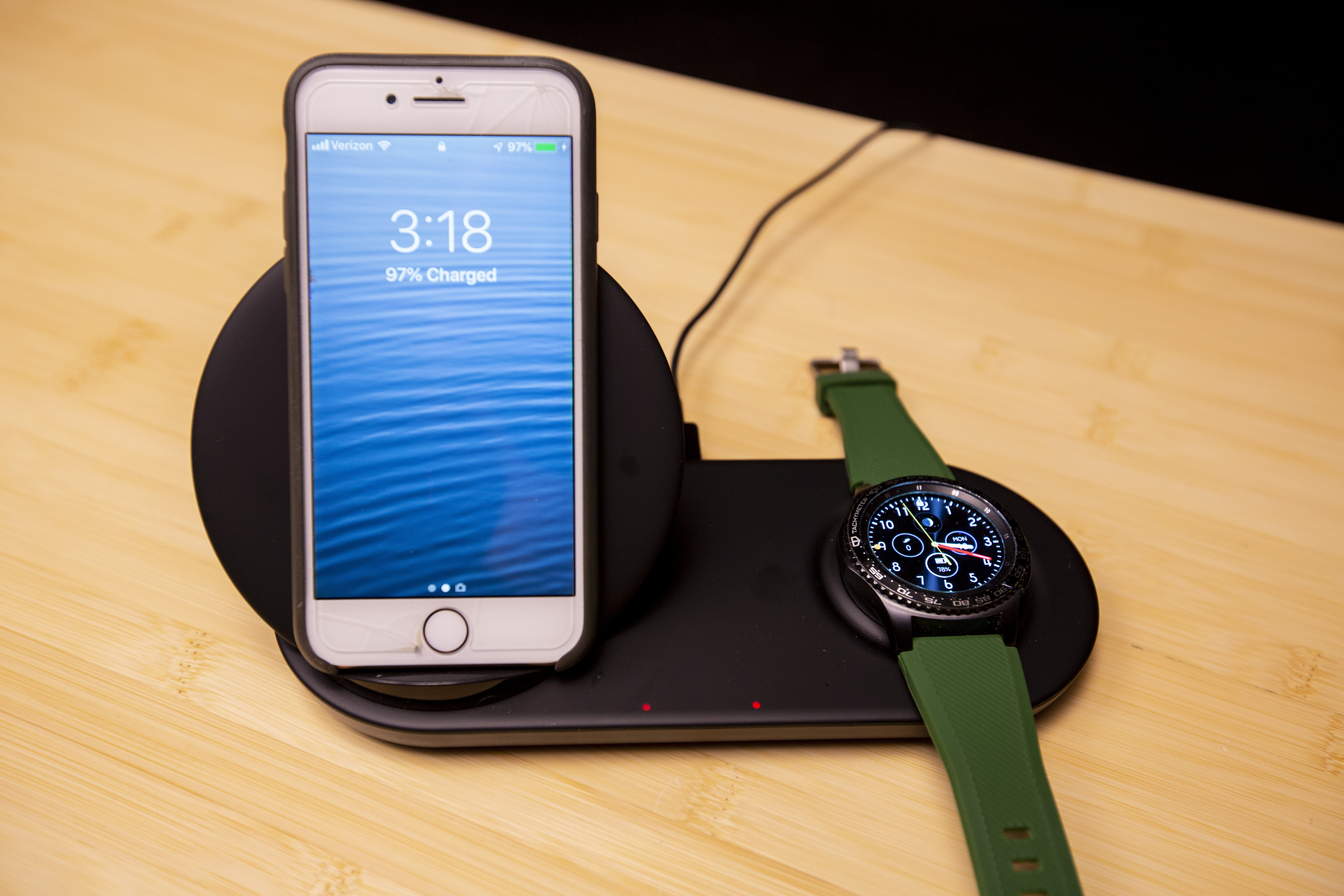 review 4 wireless chargers for both smartphone and watch computerworld. Black Bedroom Furniture Sets. Home Design Ideas